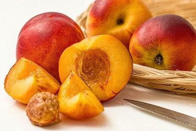 nectarine_peach_fruit_deciduous_juicy_sweet_yellow_ripe